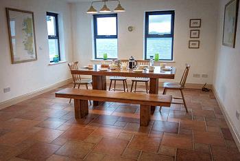 Partie salle à manger avec vue sur la mer